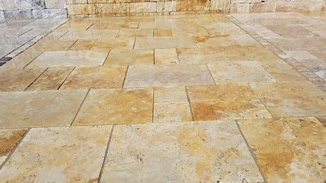 Terrassenplatten aus Granit, Marmor und Travertin